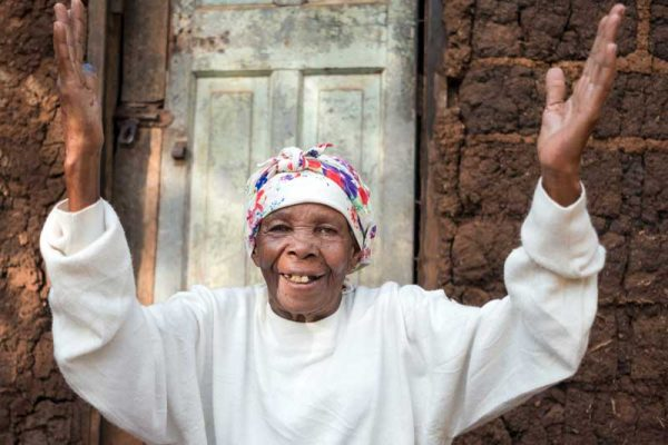 Asiamen filled with joy now that she can see after cataract surgery